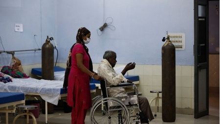 Hindistan koronavirüs salgınında dünya rekoru kırdı!