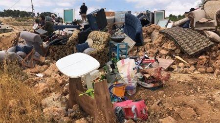 İsrail Filistinli ailenin evini yıktı 30 kişi evsiz kaldı