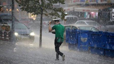 İstanbul'da sağanak: Zor anlar yaşattı