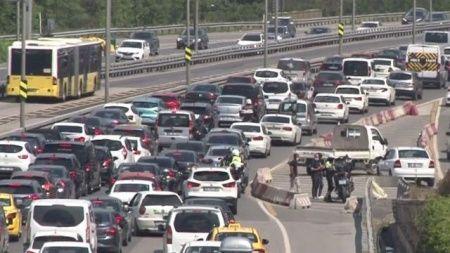Kısıtlamasız ilk cumartesi trafik tıkandı