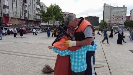Temizlik görevlisi babaya ağlatan babalar günü sürprizi