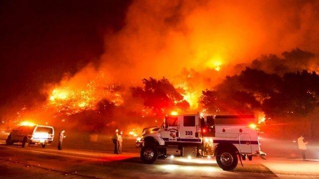ABD alev alev yanıyor : California'da 50 bin dönümden fazla alan kül oldu