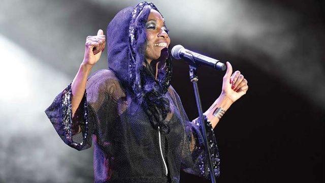 ABD'li şarkıcı Della Miles ezanı duyunca konseri durdurdu