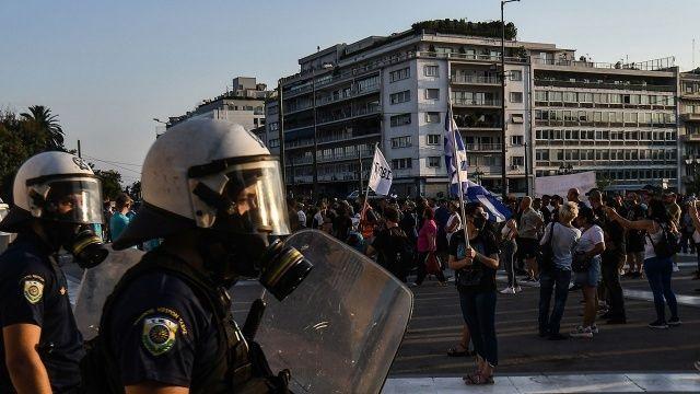 Atina'da aşı karşıtlığı protestoları çatışmaya dönüştü