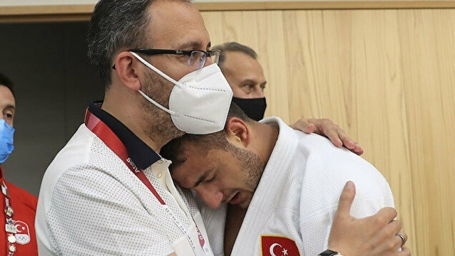 Bakan Kasapoğlu, milli judocu Bilal Çiloğlu'nu teselli etti