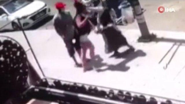 Ekmeği düşüren başörtülü kadına saldırı