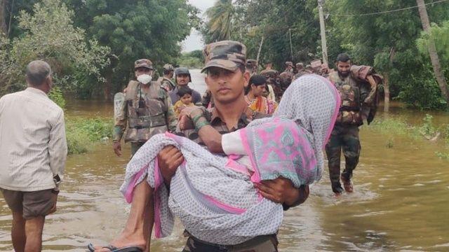 Hindistan'da sel ve heyelanlarda 136 kişi hayatını kaybetti