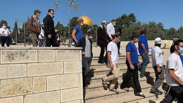 İsrail polisi korumasındaki onlarca fanatik Yahudi, Mescid-i Aksa'ya baskın düzenledi