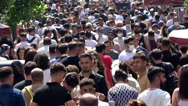 İstiklal Caddesi'nde yoğunluk: Korona tedbirleri hiçe sayıldı