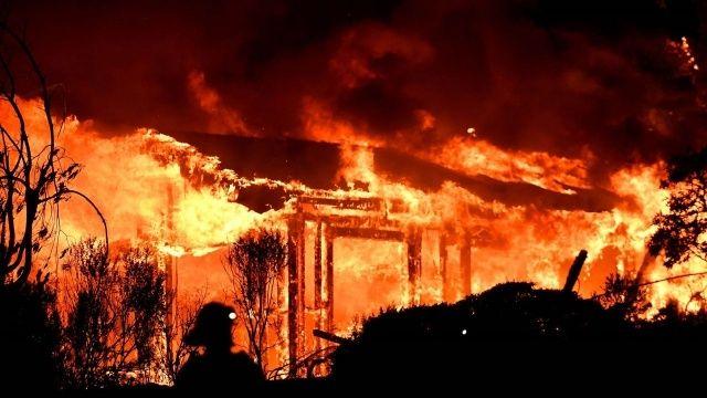 Kaliforniya'da orman yangınları evleri küle çevirdi