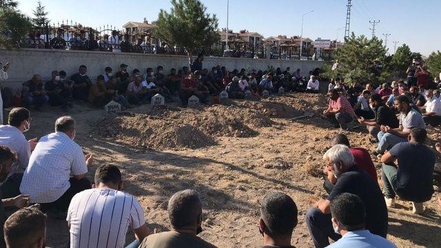 Konya'da öldürülen aile son yolculuğuna uğurlandı