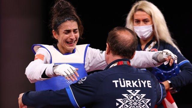 Milli tekvandocu Hatice Kübra İlgün, Tokyo 2020'de bronz madalya kazandı