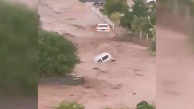 Pakistan'da sel felaketi birçok kentte alarm verildi