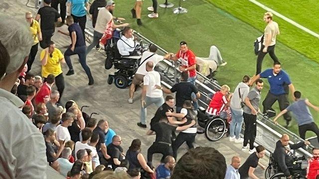 PSV Eindhoven-Galatasaray maçında gergin anlar!