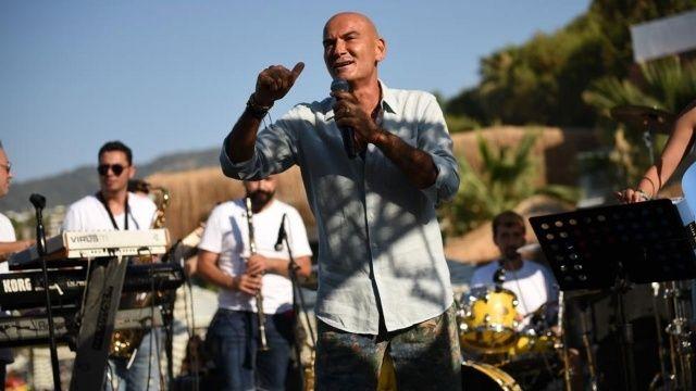 Tatilciler Altay'ın şarkılarıyla coştu