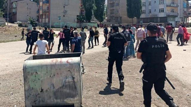 Yabancı uyruklu çocukların taş oyunu bıçaklı, taşlı kavgaya döndü: 2 yaralı, 7 gözaltı