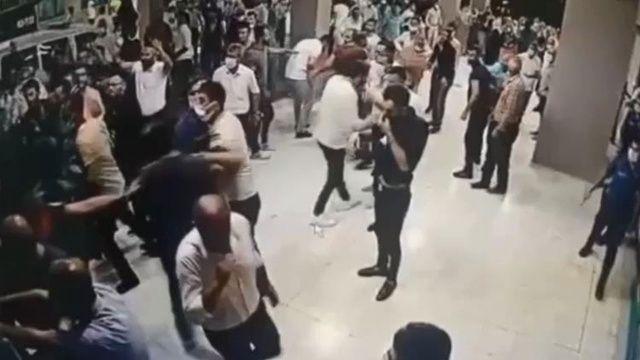 Yakınları koronadan öldü: Polise ve sağlık çalışanlarına saldırdılar