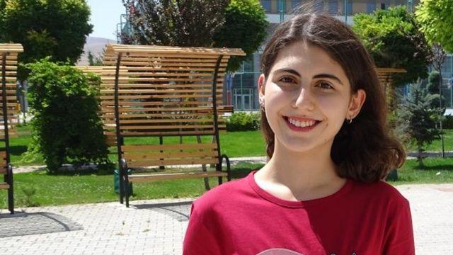 YKS'de AYT eşit ağırlık Türkiye birincisi Melike Demirbağ başarısının sırrını anlattı