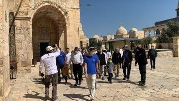 88 fanatik Yahudi polis eşliğinde Mescid-i Aksa'yı bastı