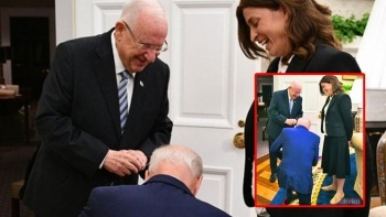 ABD Başkanı Biden, İsrailli siyasetçinin önünde diz çöktü