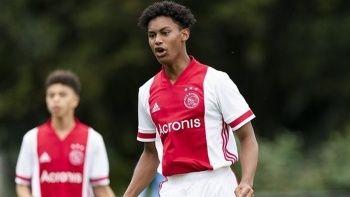 Ajax'ın 16 yaşındaki futbolcusu Noah Gesser, trafik kazasında hayatını kaybetti