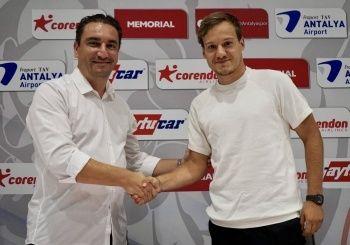 Antalyaspor, Deni Milosevic ile 3 yıllık sözleşme imzaladı