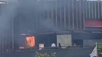 AVM'de korkutan yangın! İçeride yüzlerce müşteri vardı