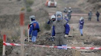 Azerbaycan, 92 bin mayının haritaları karşılığında 15 kişiyi Ermenistan'a iade etti