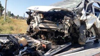 Bayram yolunda feci kaza: Baba öldü anne ve 2 çocuğu ağır yaralı