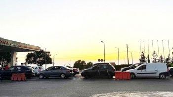 Benzin krizinin yaşandığı Lübnan'da akaryakıt istasyonunda bıçaklı kavga