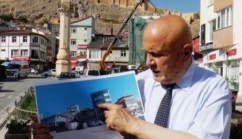Binalara Tarihi Bayburt Kalesi Yıkımı