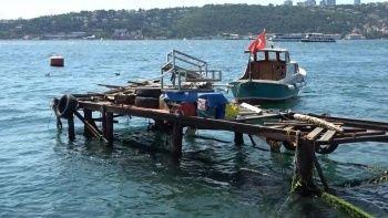 Boğazda hız sınırının üzerinde seyir: Dalga kafe ve balıkçıları vurdu