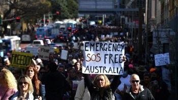 Delta'yla mücadele hiçe sayıldı! Avustralya'da yeni önlemlere protestolu tepki