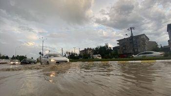 Edirne'de sağanak! Yollar göle döndü