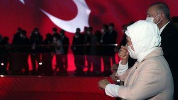Emine Erdoğan 15 Temmuz Demokrasi Müzesi'nde gözyaşlarını tutamadı