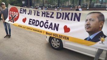 Erdoğan'ın Diyarbakır ziyaretinde açılan Kürtçe destek pankartı ilgi çekti