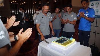 Fenerbahçe'de teknik direktör Vitor Pereira'ya sürpriz doğum günü kutlaması