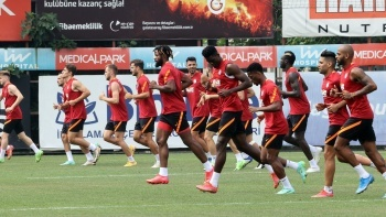 Galatasaray'da gidecek oyuncular netleşiyor!