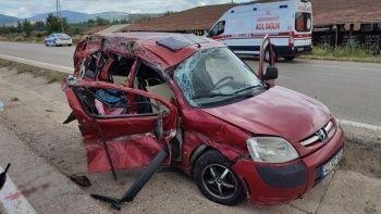 Hafif ticari araç tırla çarpıştı: 2 ölü, 3 yaralı
