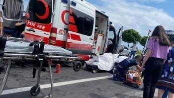 Hasta taşıyan ambulans kamyona çarptı: 6 kişi yaralandı
