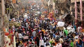Hindistan'da aşı skandalı: Tuzlu su enjekte ettiler