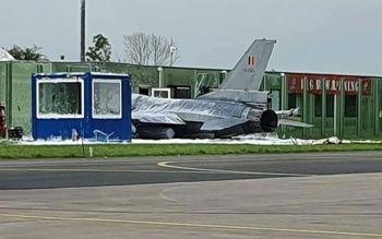 Hollanda'da F-16 kalkış sırasında binaya çarptı
