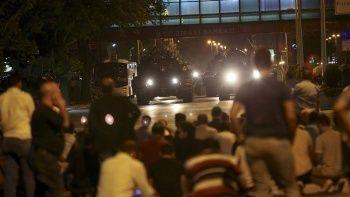 İhanet gecesinde Müslümanların kalbi Türkiye için attı
