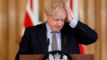 İngiltere Başbakanı Boris Johnson tepkilere direnemedi: Tam karantinaya giriyor