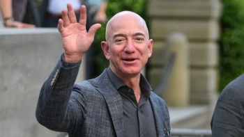 Jeff Bezos 'Amazon' koltuğunu devretti