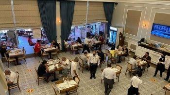 Kafe ve restoranlar tam kapasite hizmet vermeye başladı