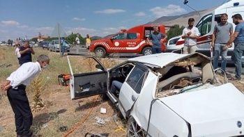 Malatya'da iki otomobil çarpıştı: 2 ölü, 4 yaralı