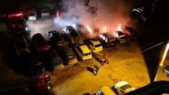 Otoparkta yangın: Araçlar hurdaya döndü
