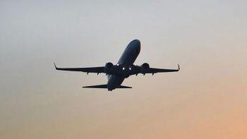 Rus uçağında panik: Nefessiz kalınca acil çıkış kapısını açtılar