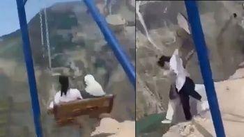 Rusya'da iki kadın uçurumun kenarındaki salıncaktan düştü